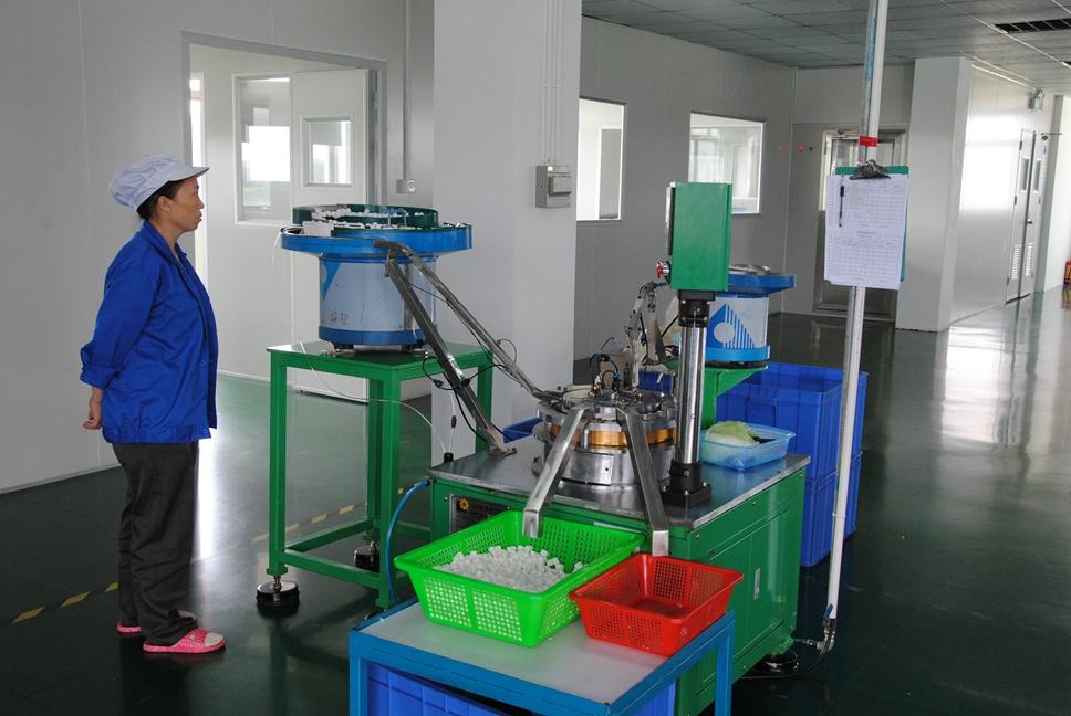 assembling machine for pump dipenser